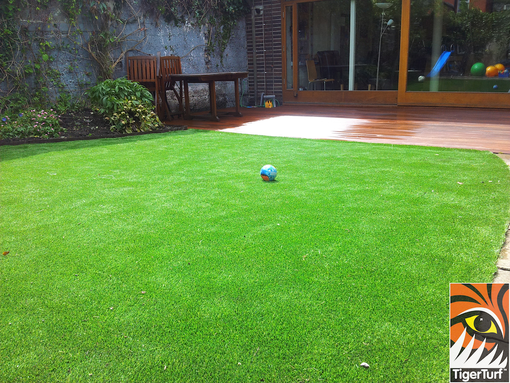 decking and lawn turf 753.jpg