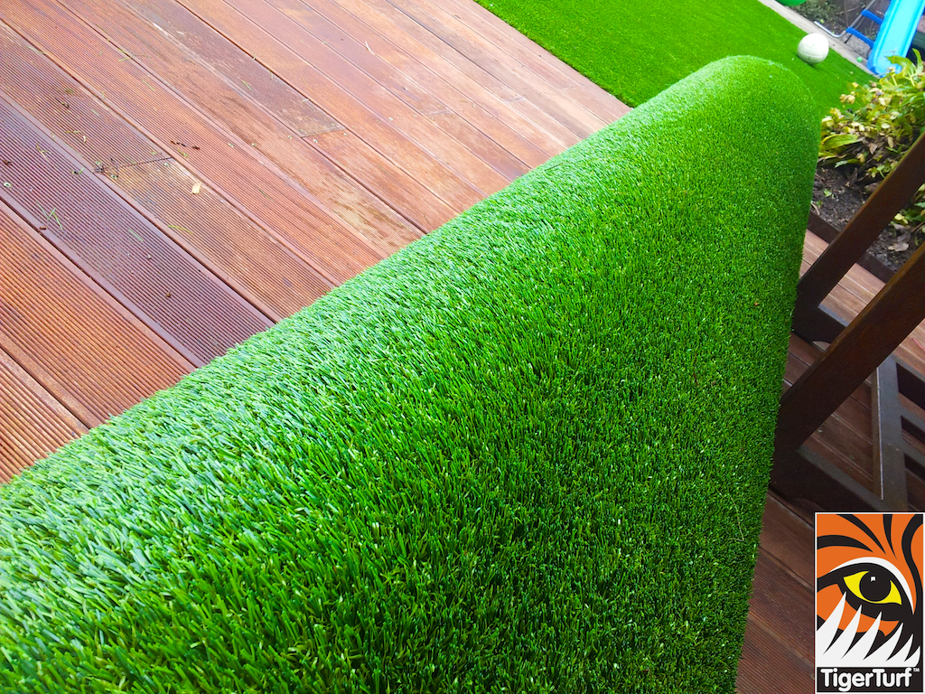 decking and lawn turf 757.jpg