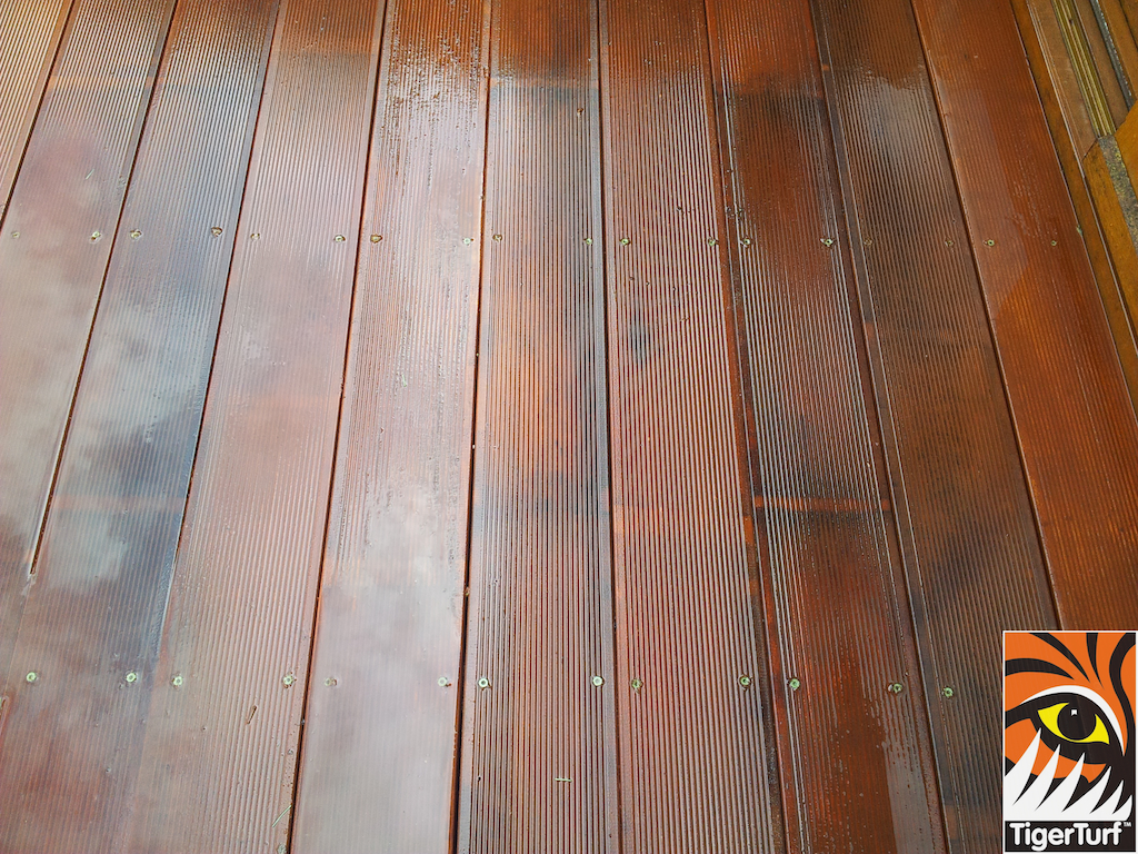 decking and lawn turf 758.jpg