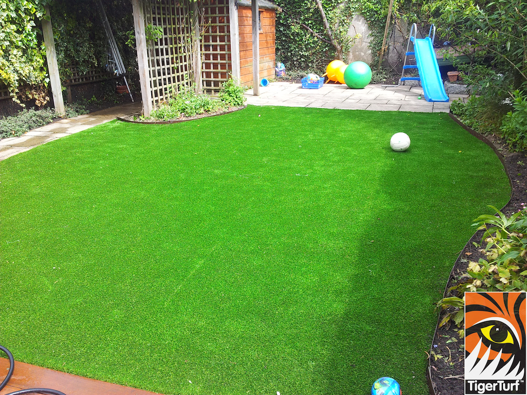 decking and lawn turf 766.jpg