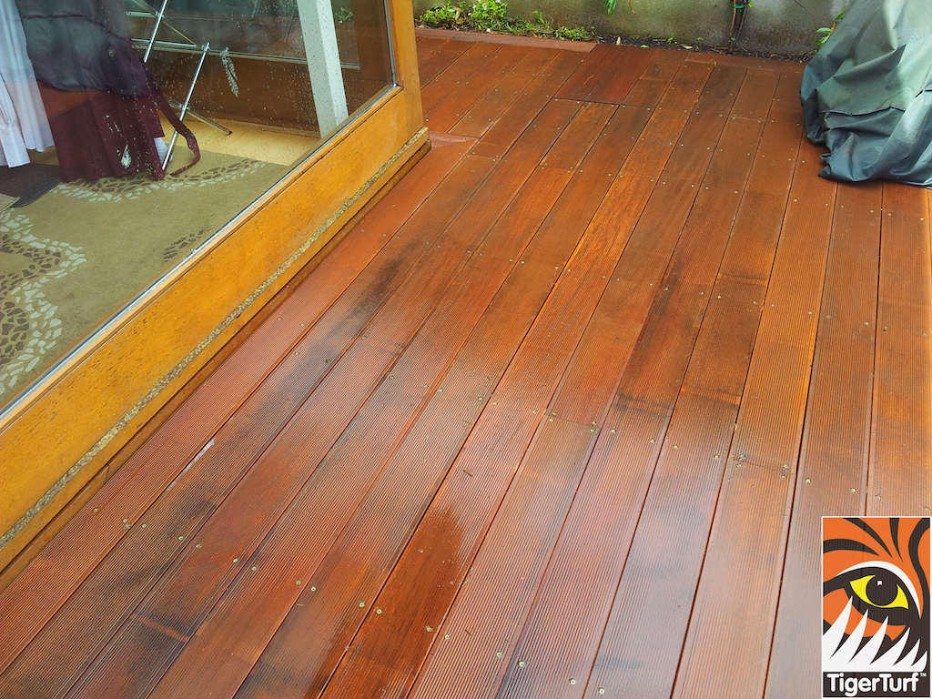 decking and lawn turf 771.jpg