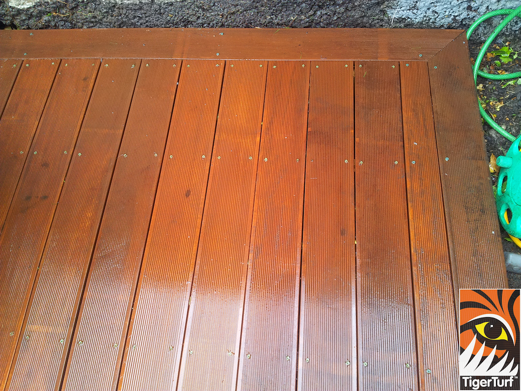 decking and lawn turf 772.jpg