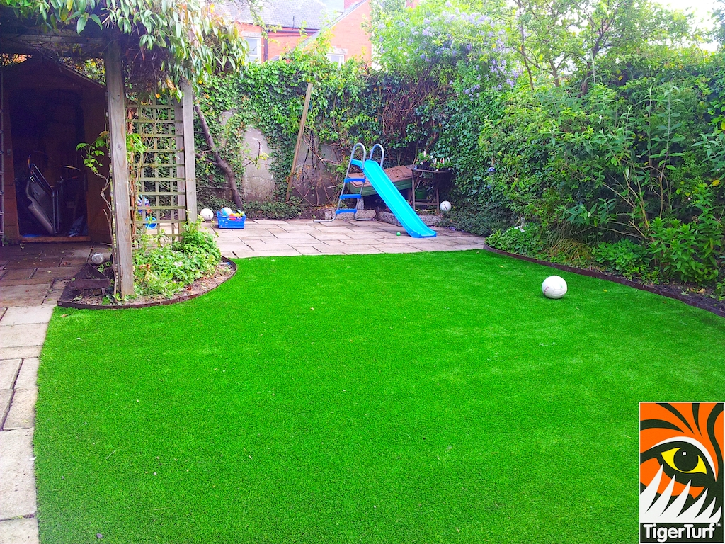 decking and lawn turf 662.jpg