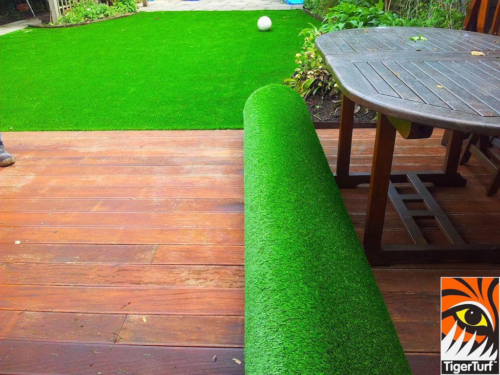 decking and lawn turf 664.jpg