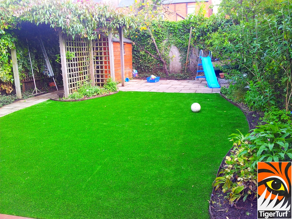 decking and lawn turf 665.jpg