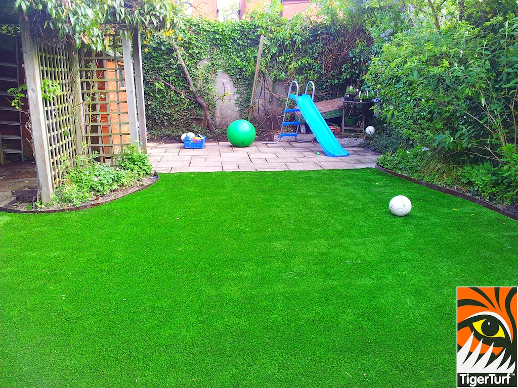 decking and lawn turf 666.jpg