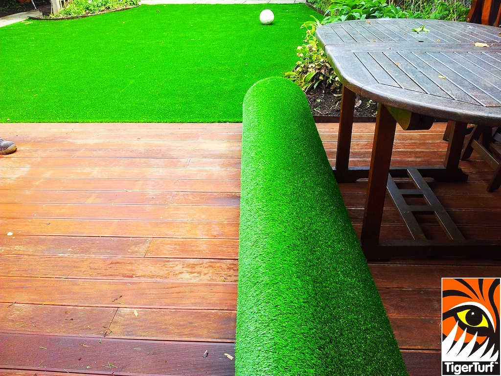 decking and lawn turf 667.jpg