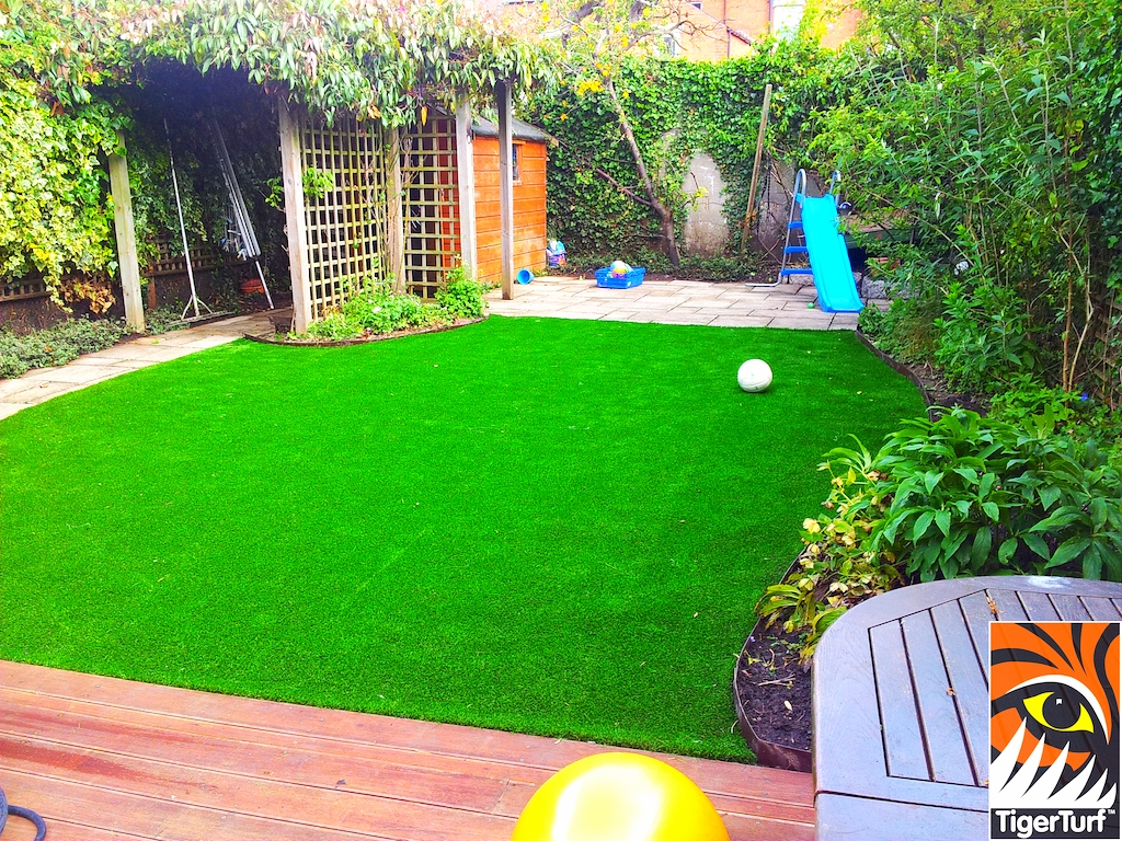 decking and lawn turf 679.jpg