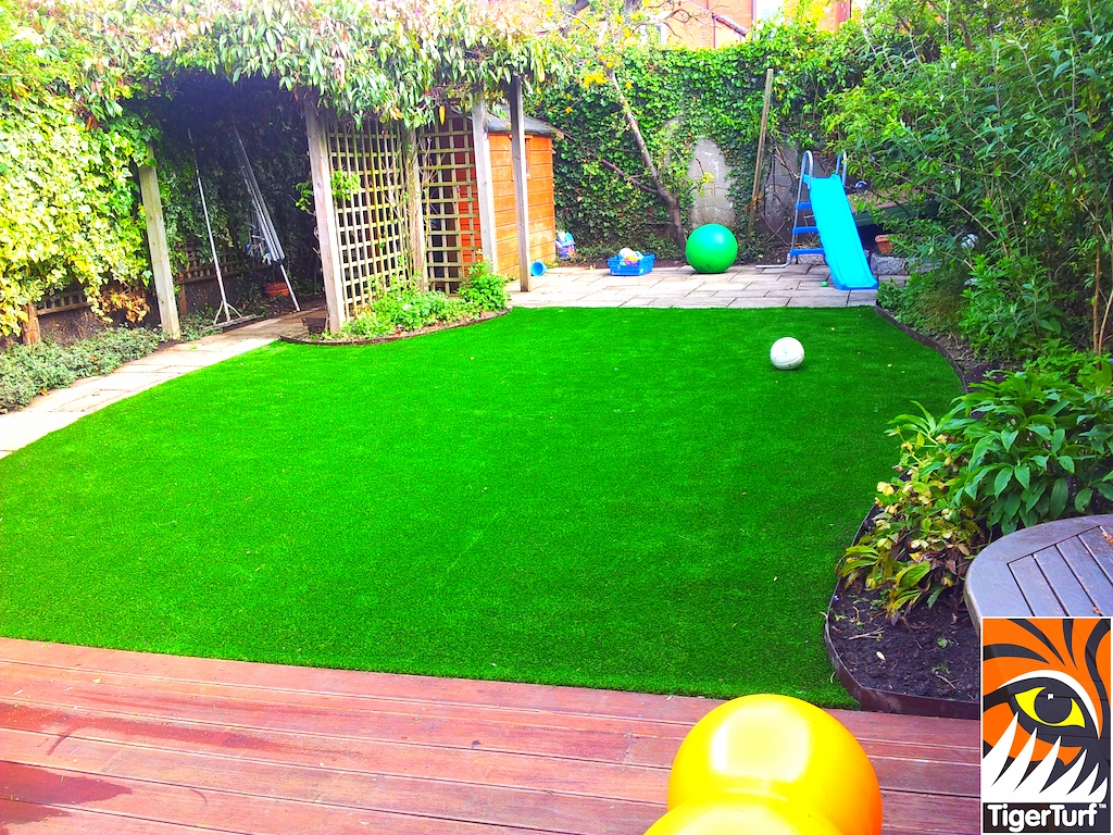 decking and lawn turf 687.jpg