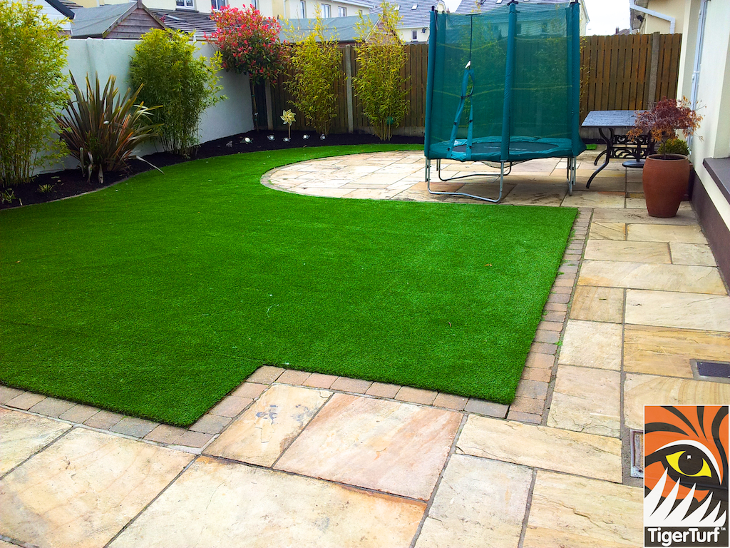 Finished Synthetic Garden Lawn