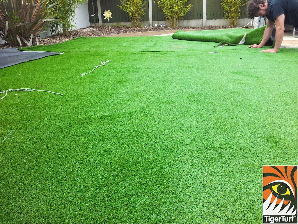 Installer seaming Grass turf