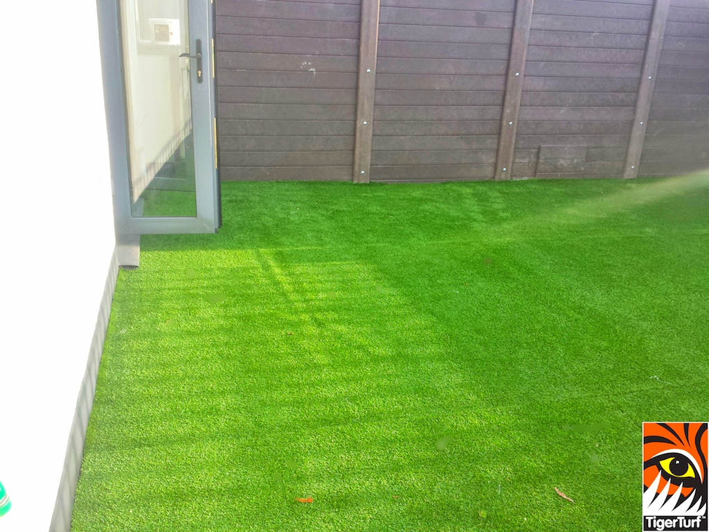 Synthetic grass on Balcony 12 (2).jpg