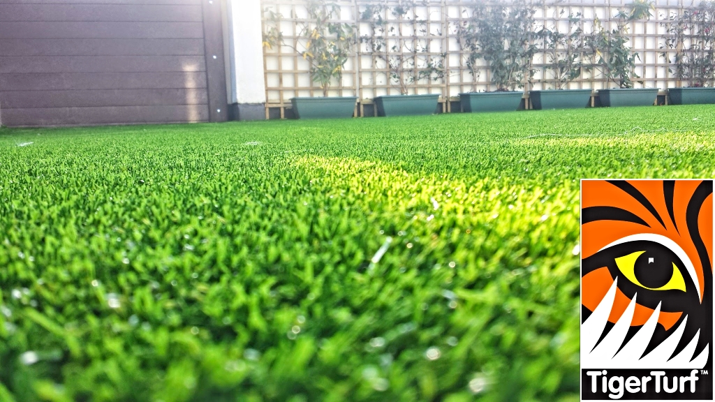 Synthetic grass on Balcony 28.jpg