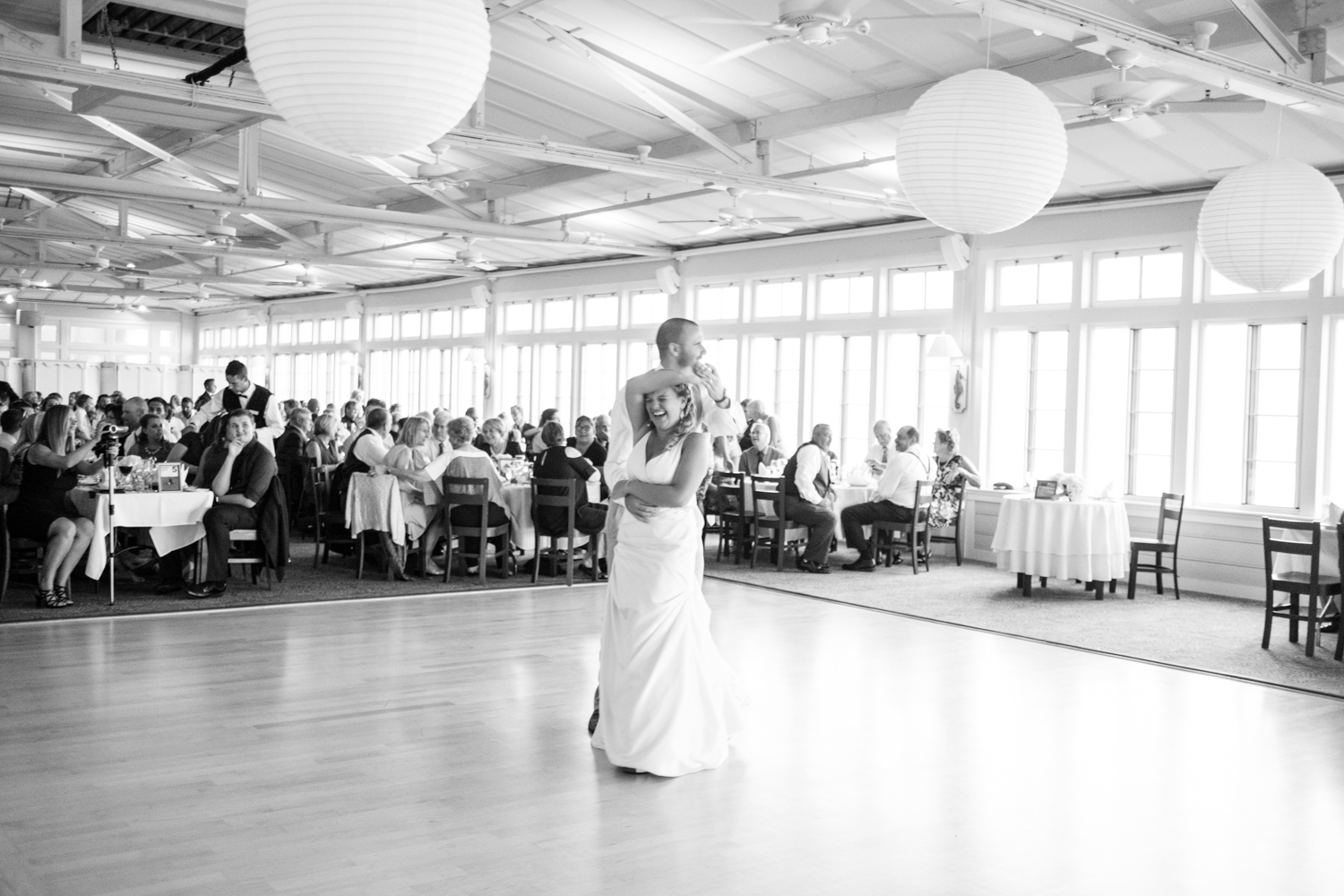 Kristen_Travis_Narragansett_Wedding-30.jpg