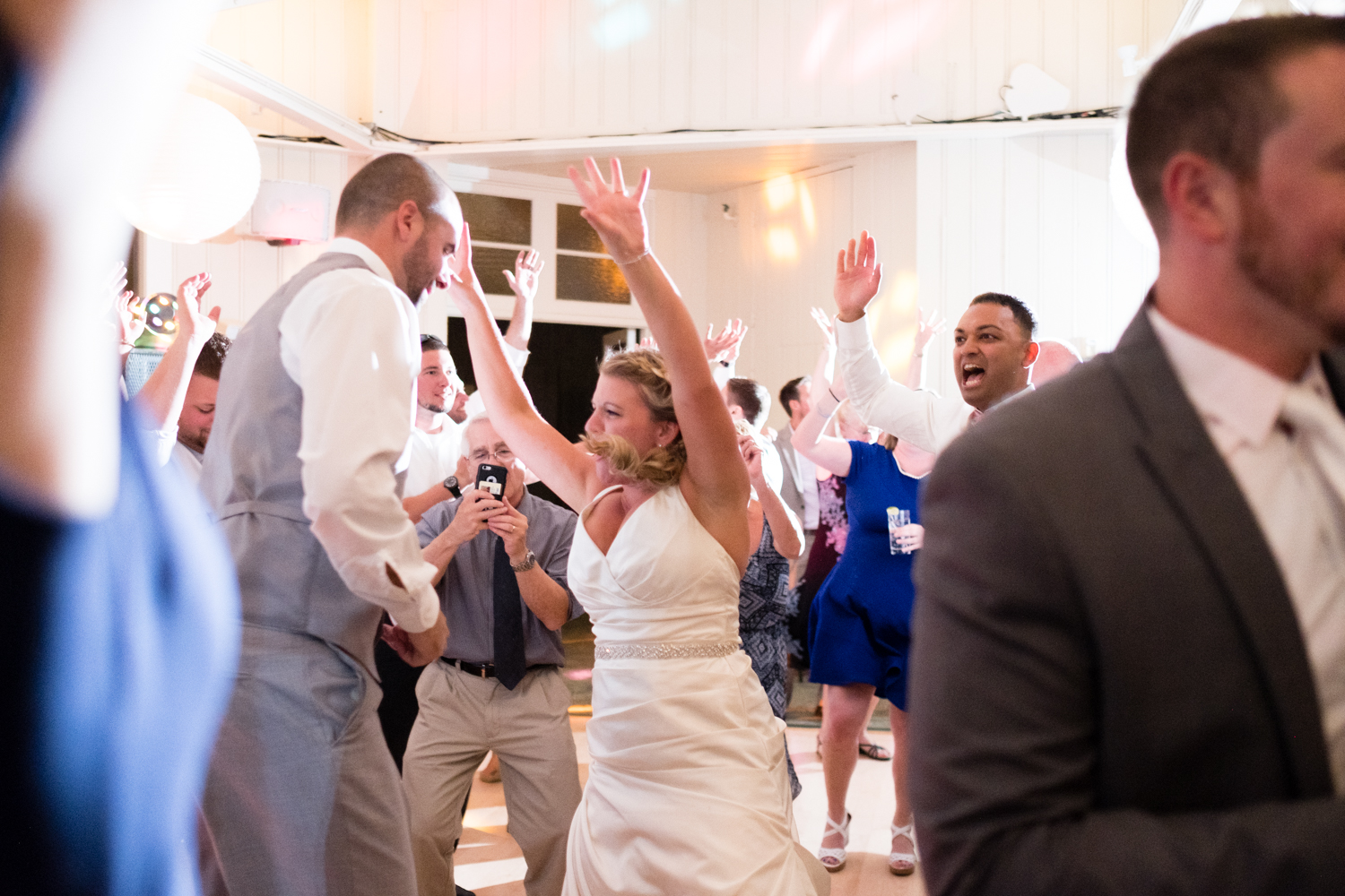 Kristen_Travis_Narragansett_Wedding-35.jpg