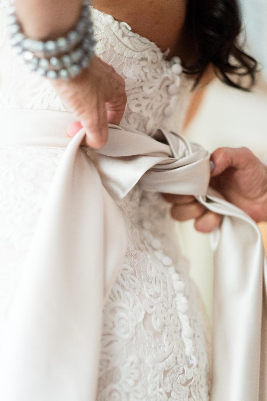 Tiare_Dan_BeeandThistleInn_Connecticut_Wedding-3.jpg