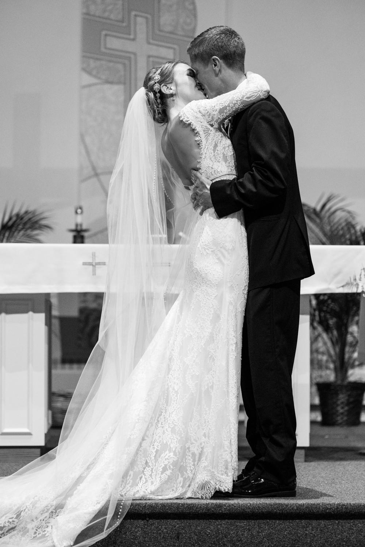 Alia_Ryan_Cliff_House_Maine_Wedding-37.jpg