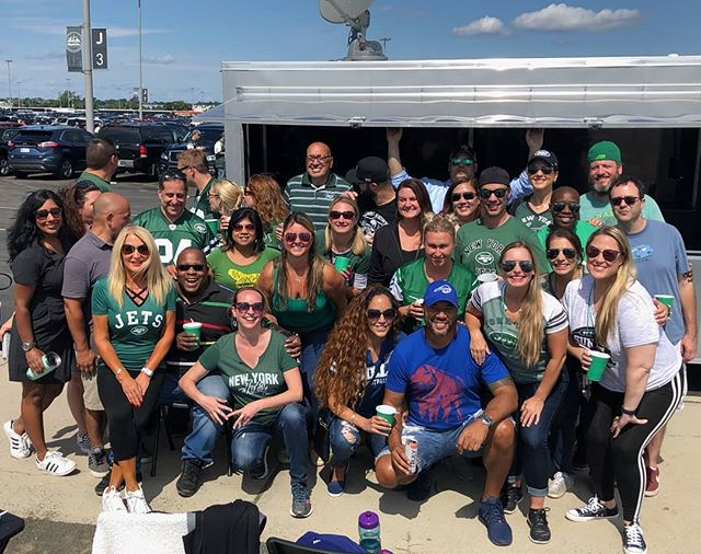 Great tailgate with a great group for the New York Jets season opener yesterday! #tailgate #tailgaterentals #tailgating #tailgateparty #tailgatingparty #parkinglotparty #tailgatemafia #newyorkjets #jets #nyj #nj