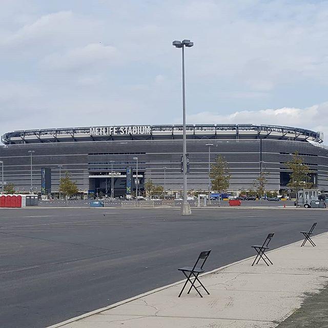 Getting prepped for some Jets/Browns MNF!!! #tailgate #tailgaterentals #tailgating #tailgateparty #tailgatingparty #parkinglotparty #tailgatemafia #newyorkjets #nyj #jets #mondaynightfootball # mnf #metlife