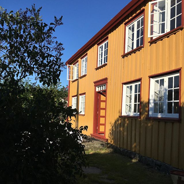 S U M M E R ☀️ Sørlandet... . . . #friends #fun #sunshine #ørnevig #arnevik #sørlandet #norwegian #architecture #vsco #summerjoy ☀️