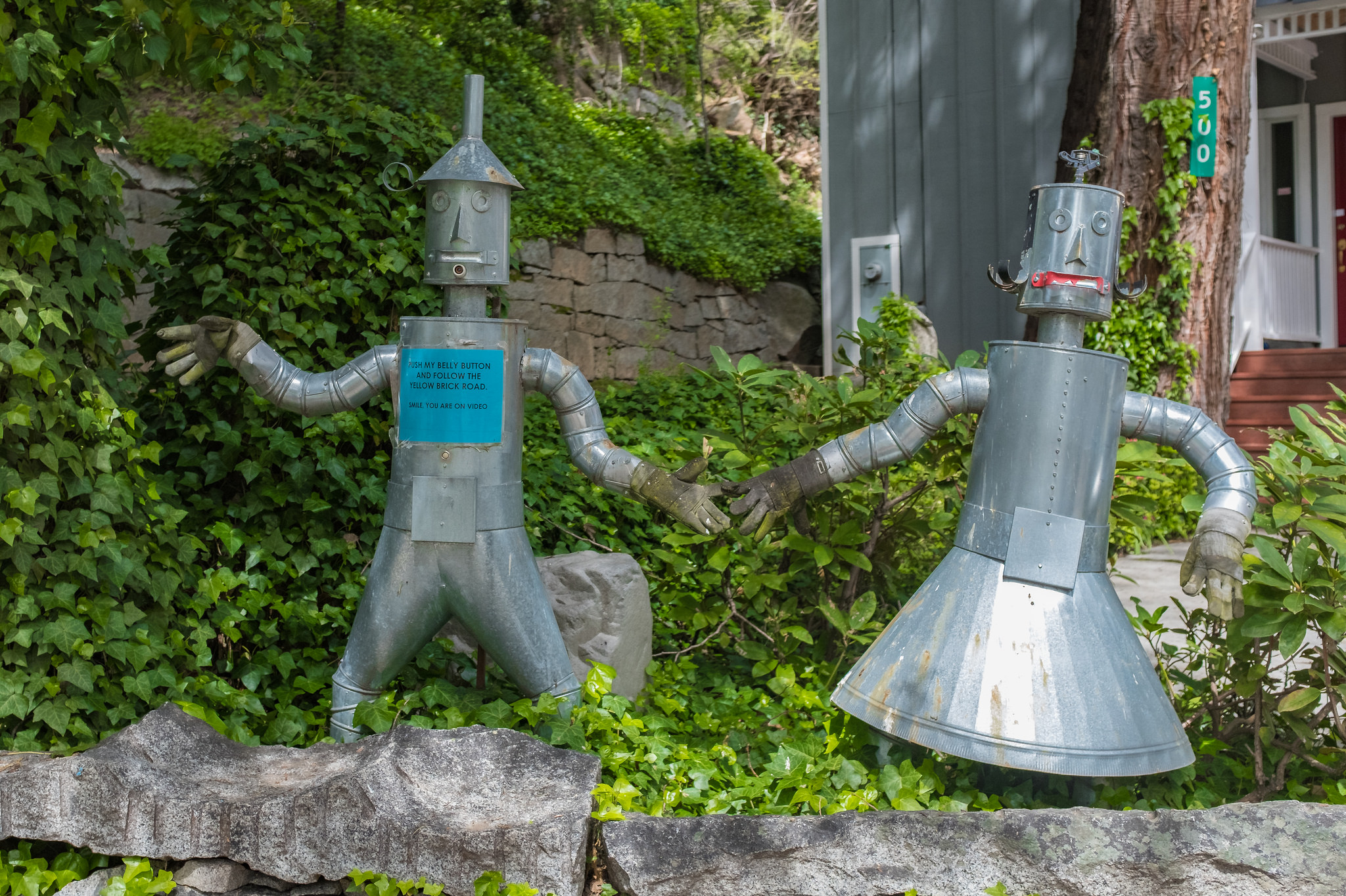 This Tin Man and Tin Woman in Nevada City play Wizard of Oz music when you push his bellybutton.