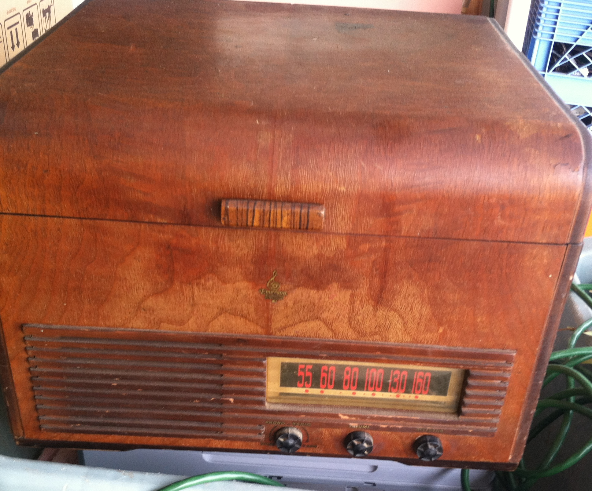EMERSON RADIO RECORD PLAYER.JPG