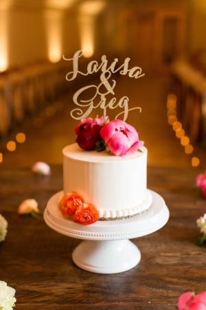 Single tier cake with rich colors. Photography by Candice Adelle.