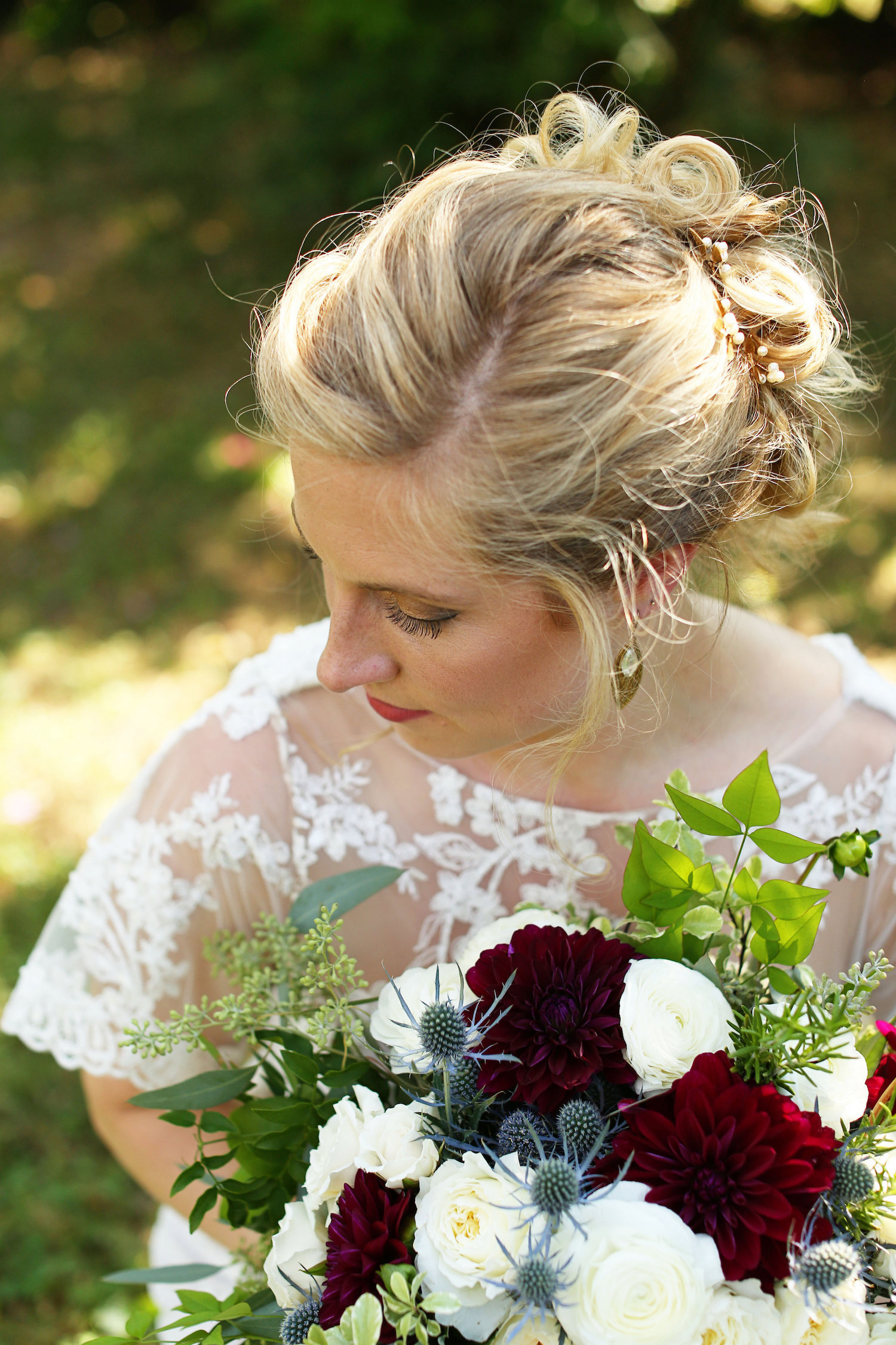 Madeleine Bullard with Thistle, Dahlia, Polo and Ivory Majolica Roses. Jessica Smith Photography.