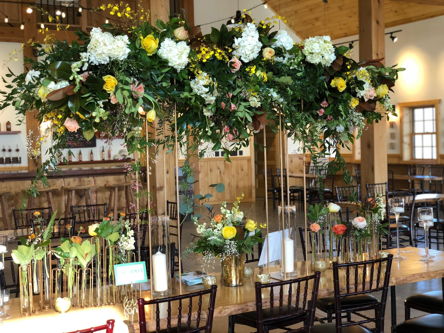 A head table installation that rises above the wedding party.