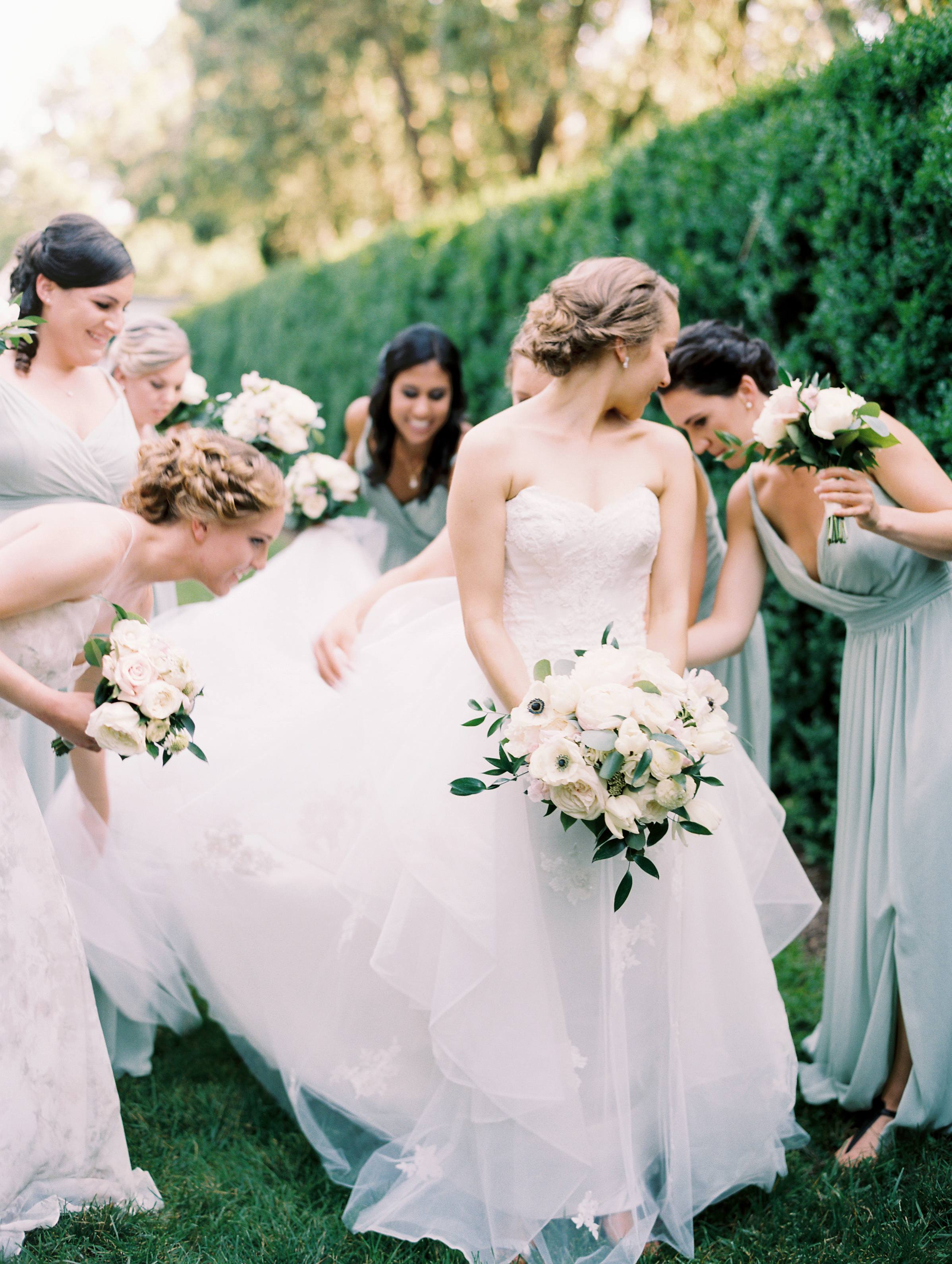 Photography by Lisa Zeising for Abby Jui with Roberts and Co. at Oatlands in Leesburg, Virginia.