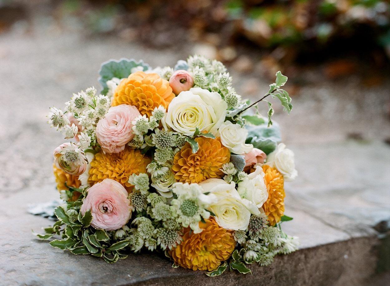 Jessica-Ashleycox-courthouse bouquet.jpg