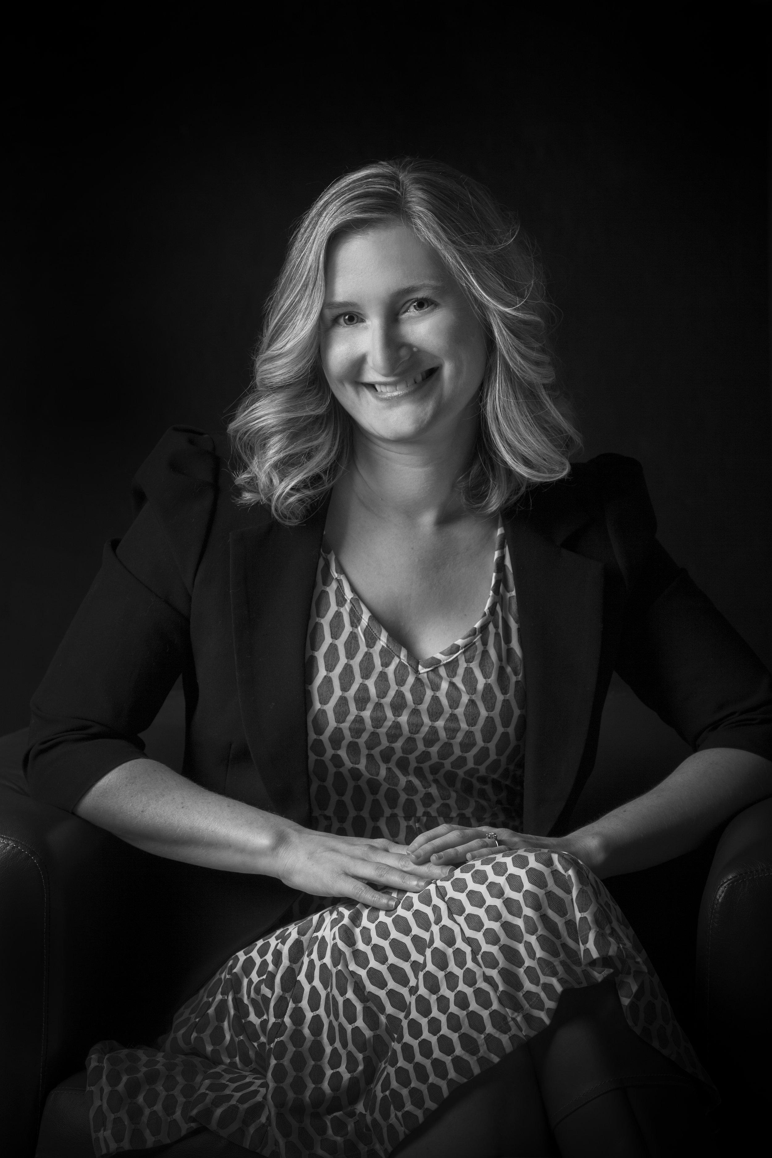 High-resolution author photo of Emily Bain Murphy