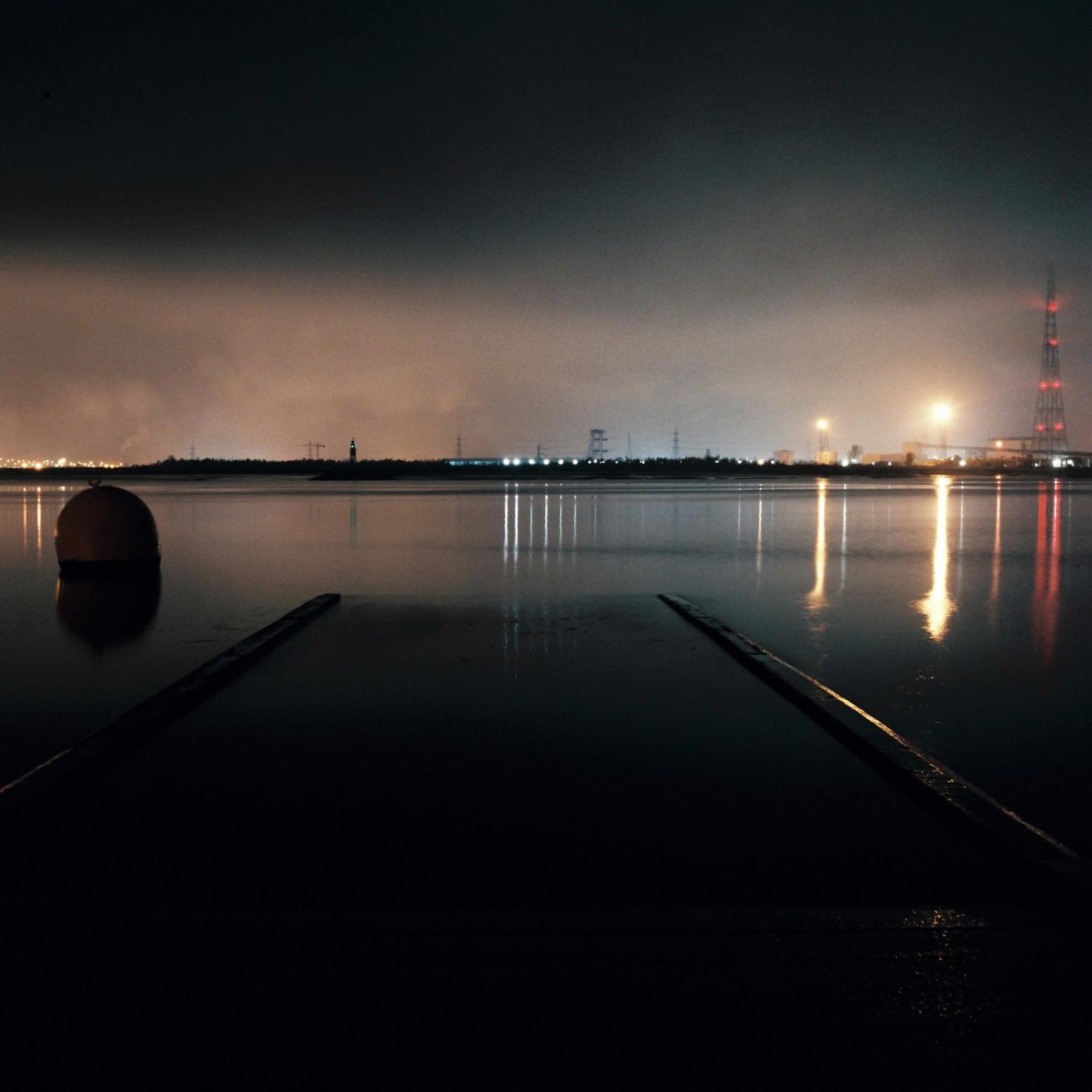 3.2 LG-Thames Estuary-Portra160.jpg