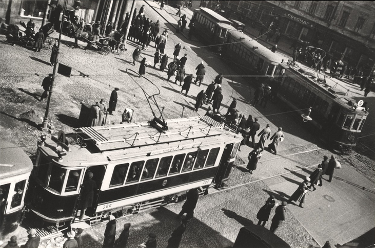 On the corner of Myasnitskaya Street in Moscow , circa 1920.