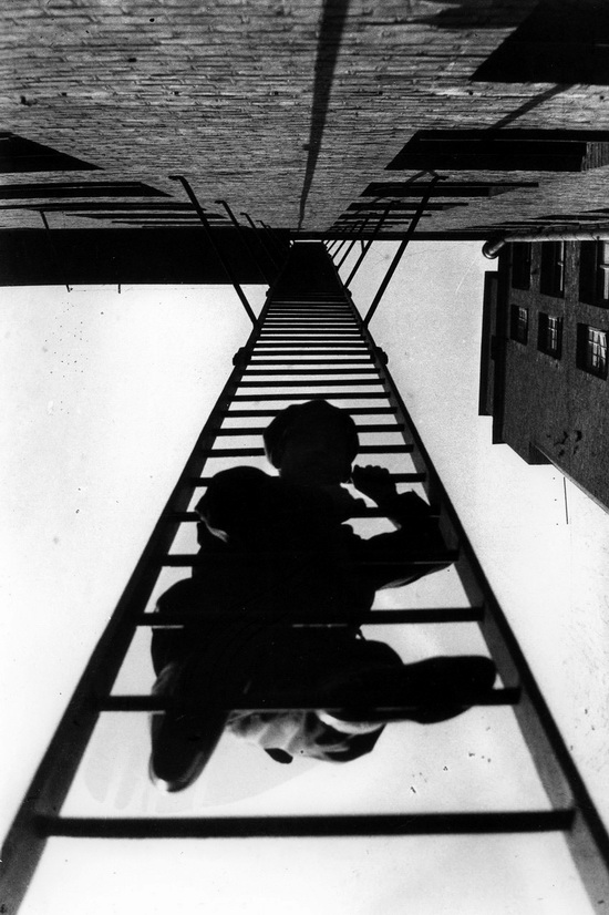 Fire escape , 1925.