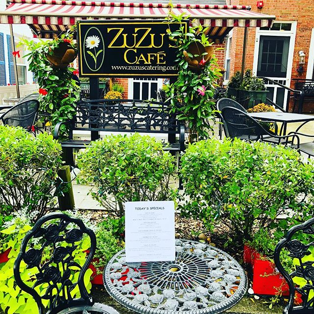 The sun is coming out on Main St!  Great Soups, Sandwiches and Salads today - including A Roasted Butternut Squash Salad with Cranberries, Pumpkin Seeds & Baby Kale!  Check out our Full Menu on our website www.zuzuscatering.com #zuzuscafe #wakefieldma #experiencewakefield #wakefieldmerchants