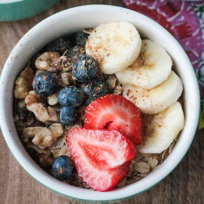 Oats-Banana-Berry-Breakfast-Bowl.jpg