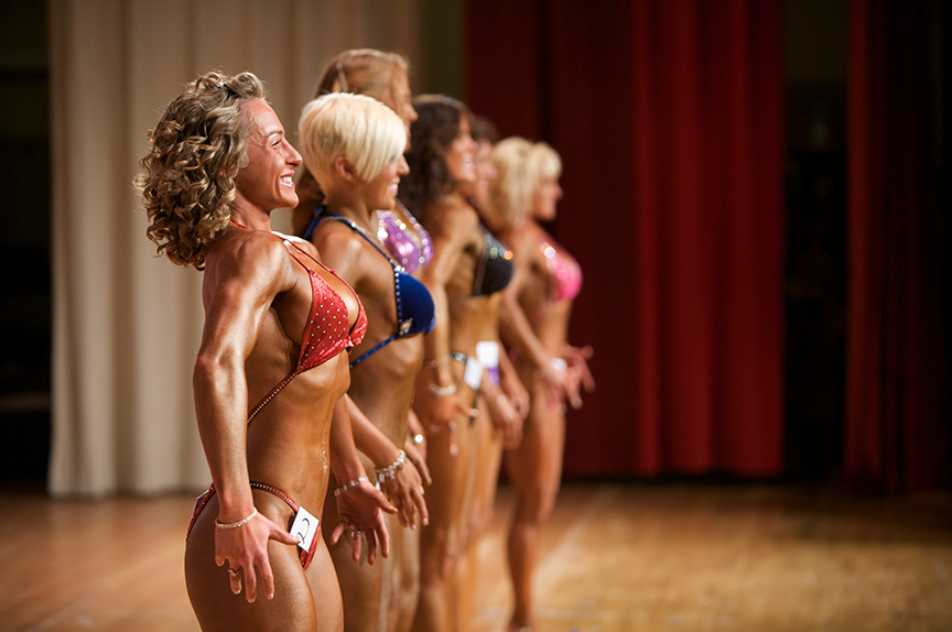 While on stage, Lauren and the women are asked to strike different poses, rotating and flexing to show different angles and perspectives of their bodies.