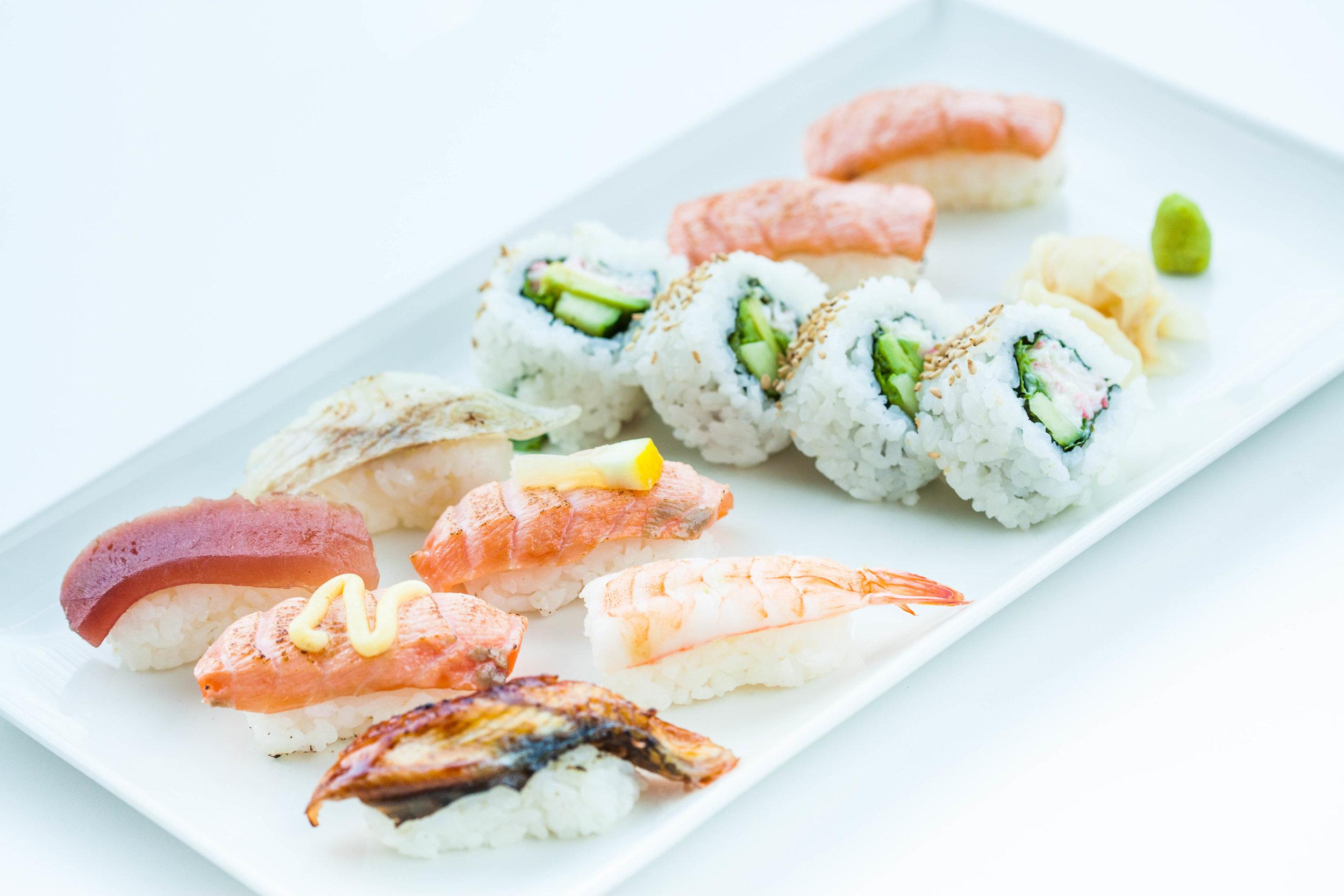 Aburi 12 sushi set