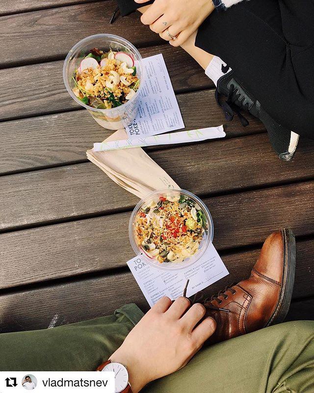POKE on mõnus piknikuamps! 🥙Võta oma lemmikkombo kaasa Balti Jaama Turu Tokumarust või meie Solarise takeawayst. #tokumaru #poke #heajaapanitoit #heahawaiitoit #solariskeskus.  #baltijaamaturg  #soesuvi repost @vladmatsnev