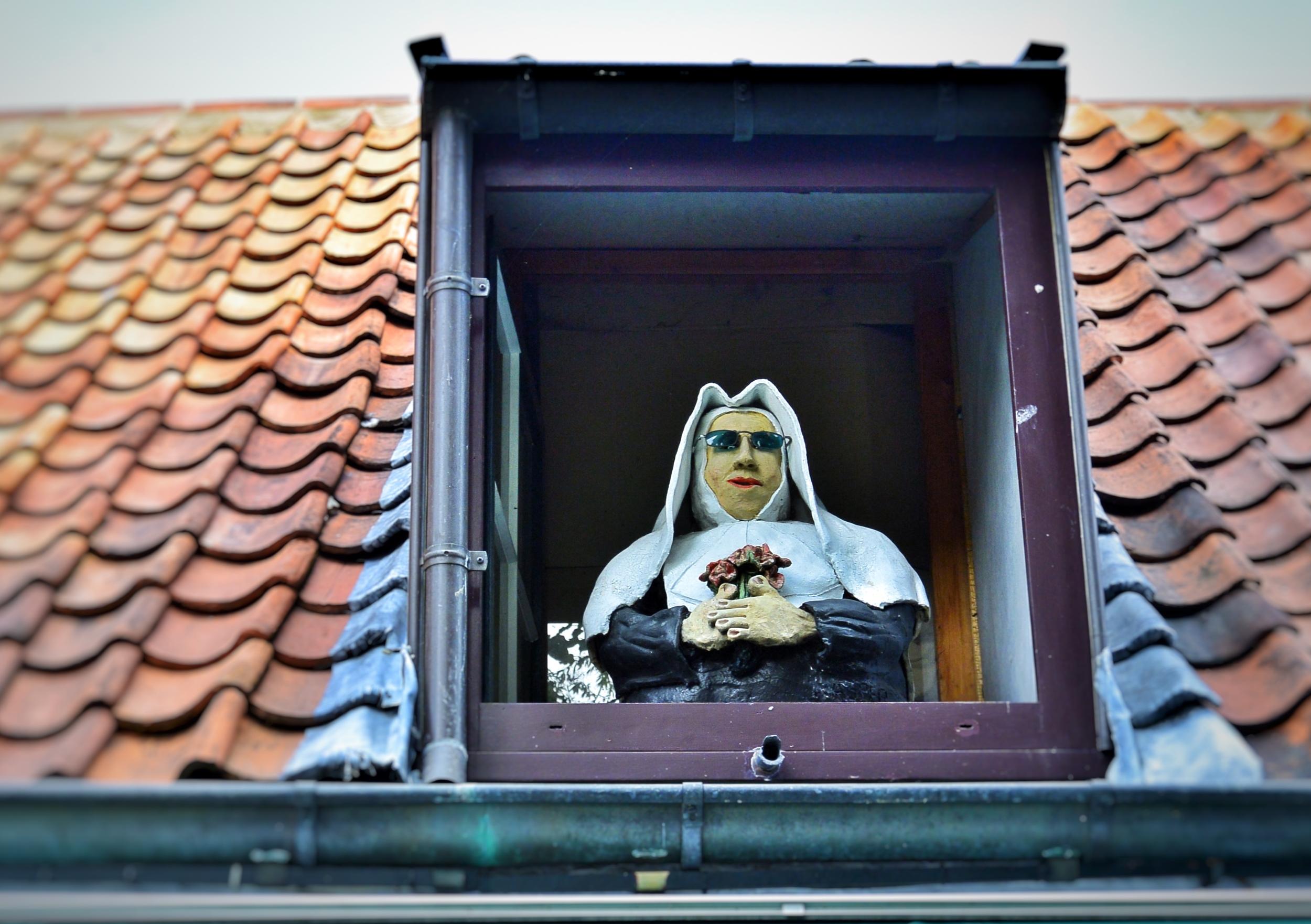 Nun in Bruges