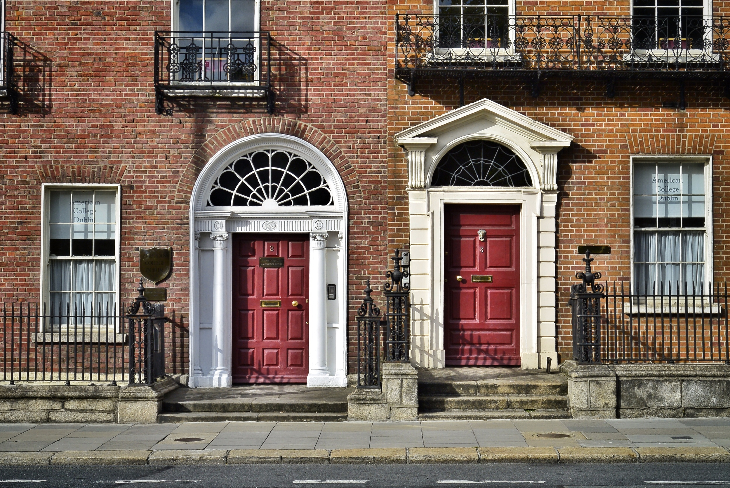 COLORFUL DOORS NEAR MERRION SQUARE IN DUBLIN