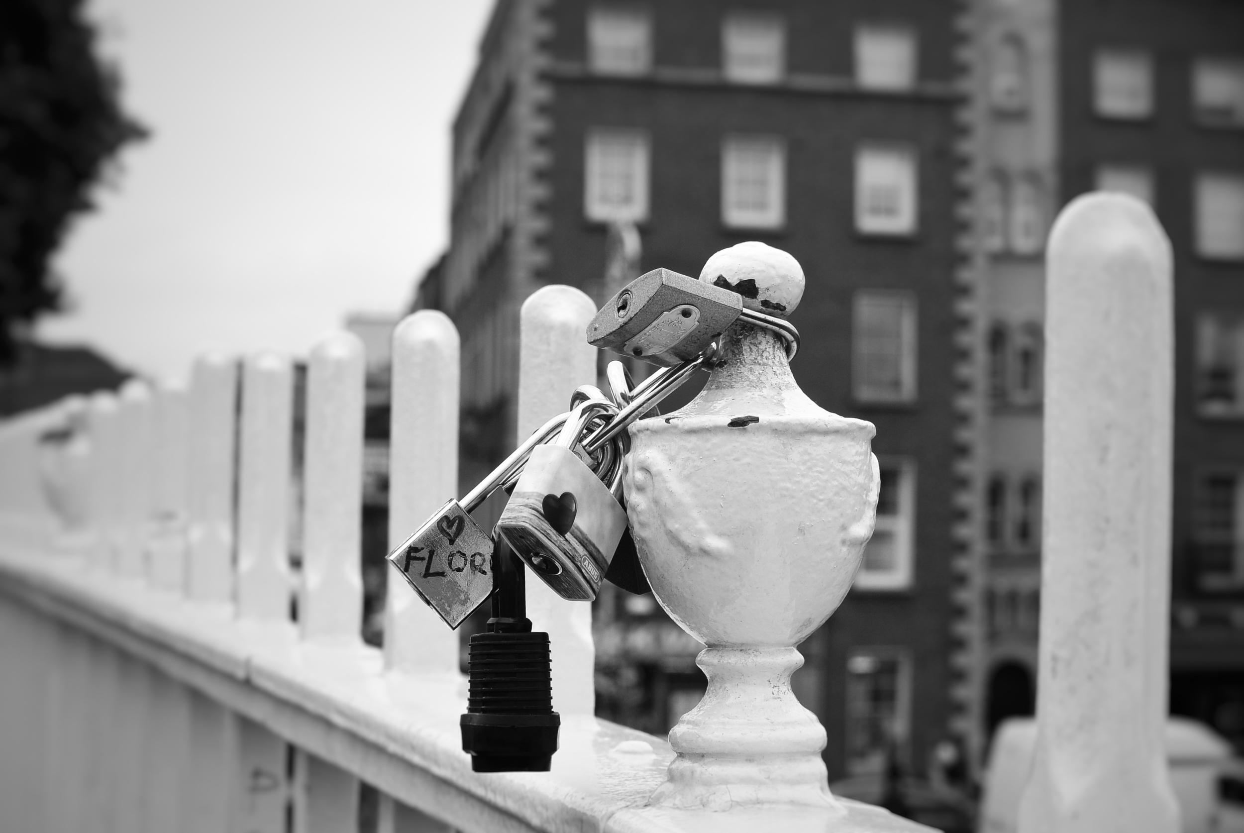 Ha'Penny Bridge love locks, Dublin
