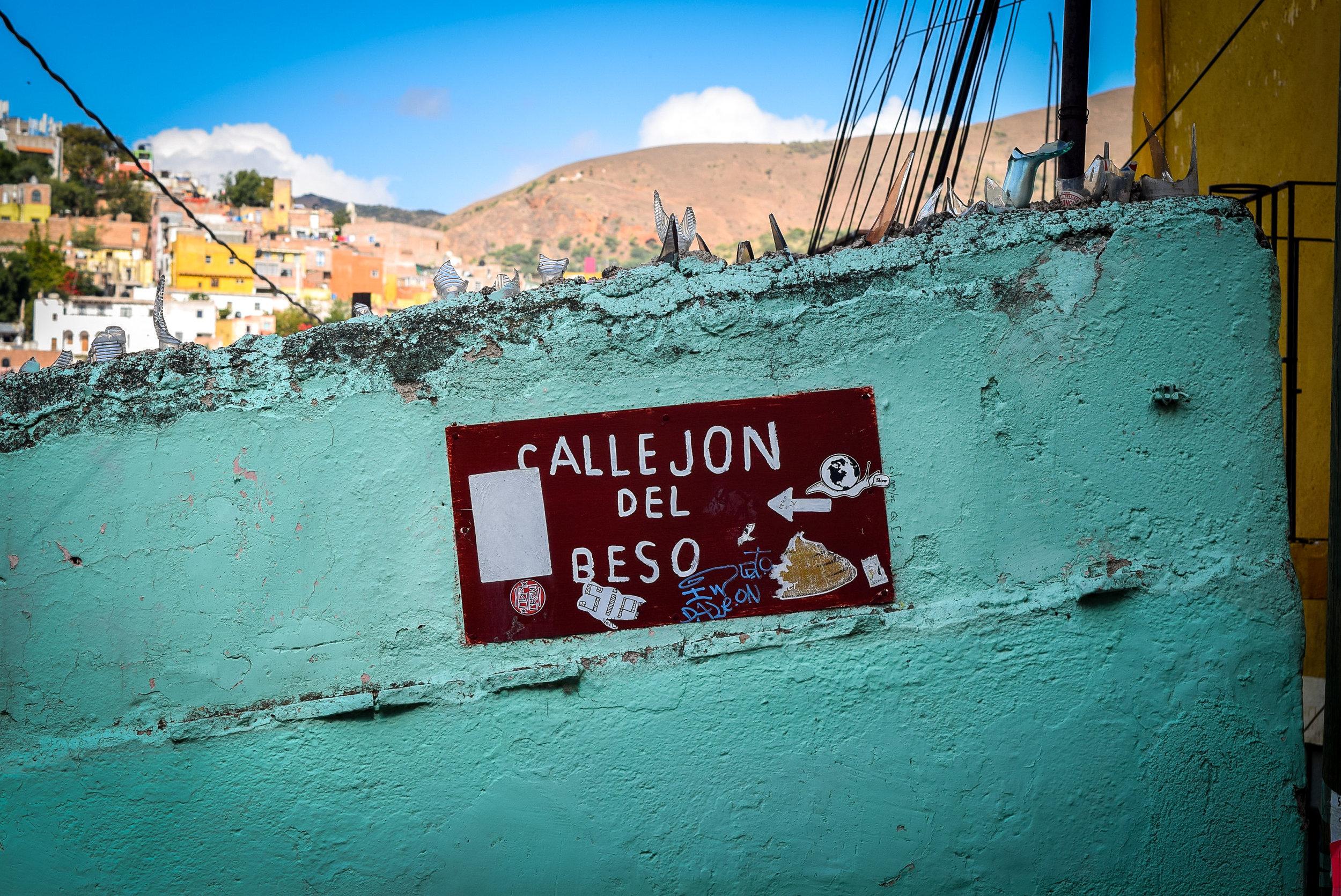 Callejon del Beso sign in Guanajuato
