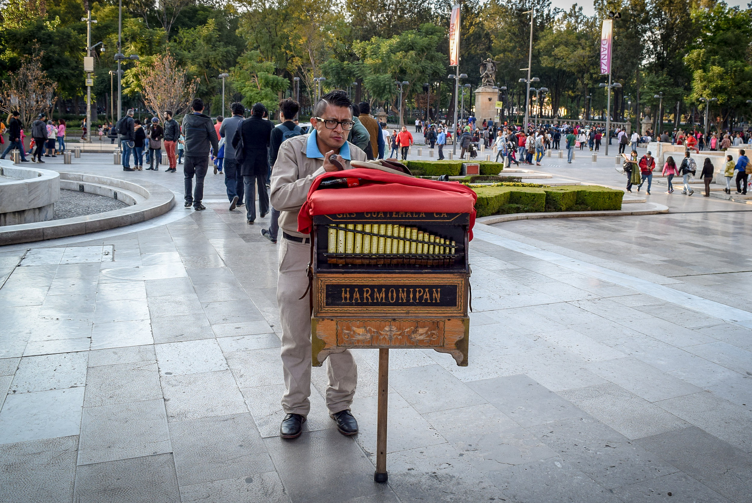 Harmonipan player in Mexico City