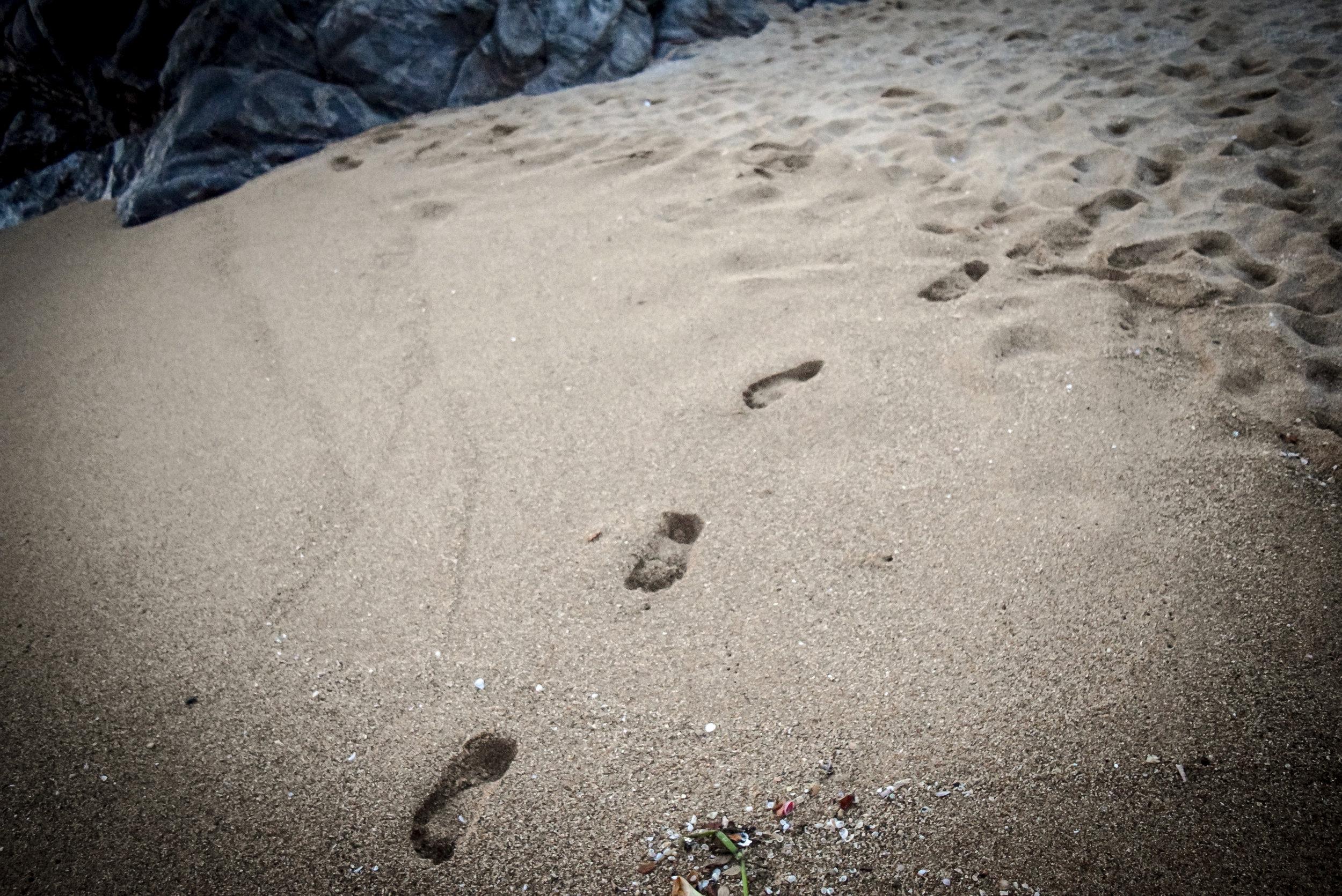 Footsteps in the sand at Playa Zipolite