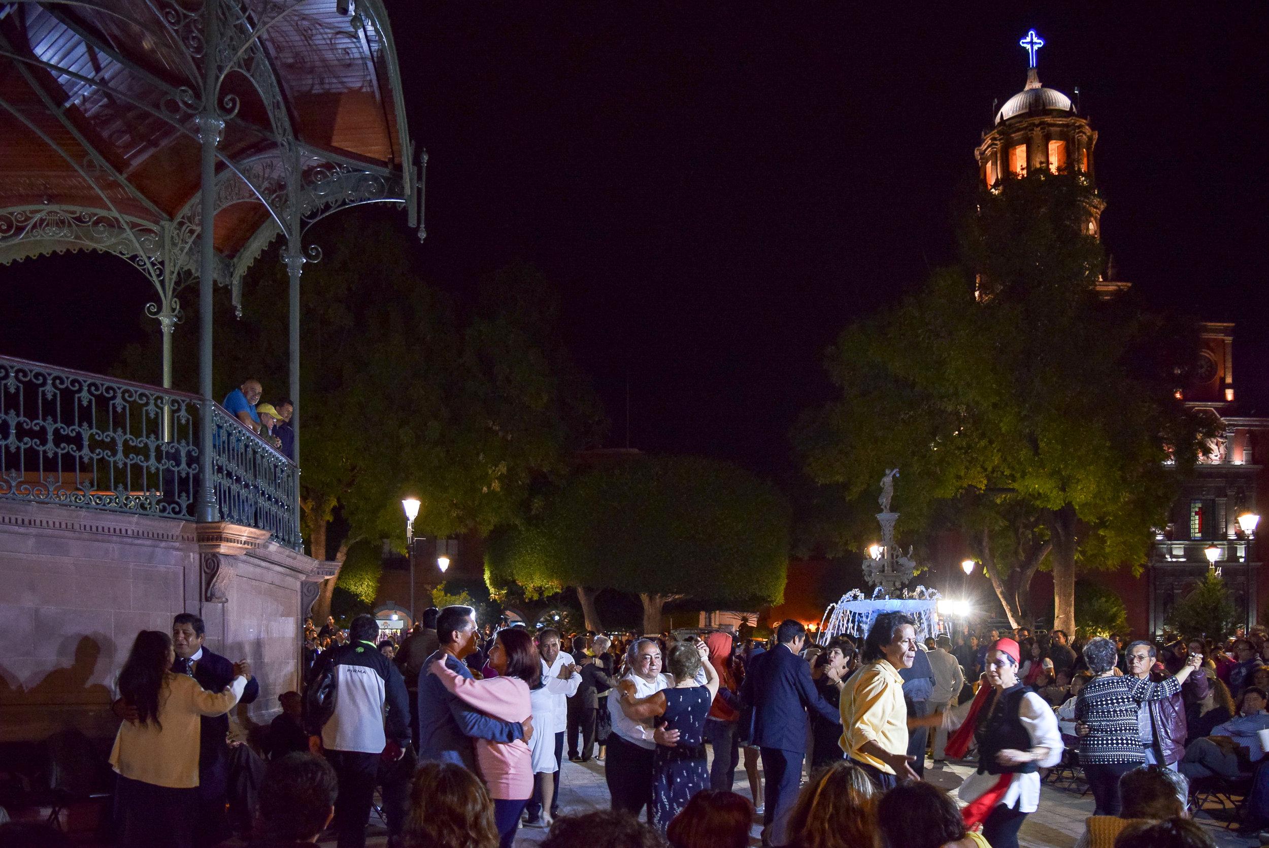 Jardin Zenea dance Santiago de Querétaro