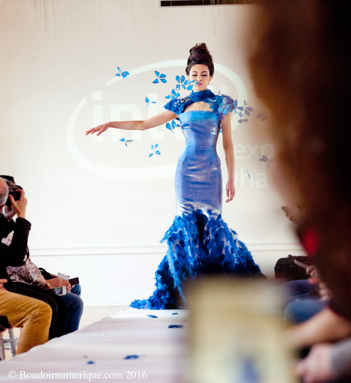 Présentation Intel de la Butterfly Dress de Tuba et Ezra Çetin, à Paris, le 13 avril 2016