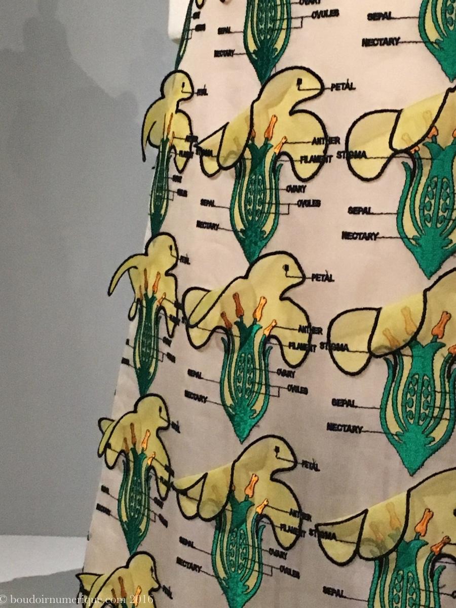 Détail de la robe Christopher Kane avec appliqués de voile de polyester découpé au laser (collection prêt-à-porter printemps/été 2014). Photo: Boudoir numérique.