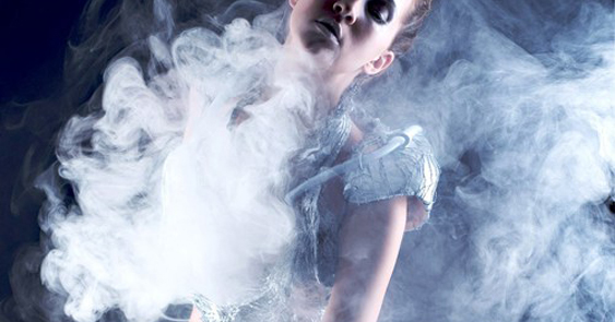 Anouk Wipprecht's Smoke dress, in collaboration with Aduén Darriba Frederiks, in 2012